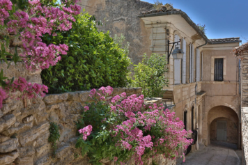 Visit the calades in Gordes