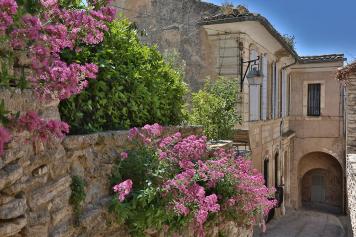 Visit the calades in Gordes