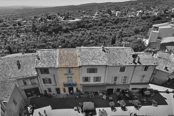 Discover Gordes one of the most beautiful village in France